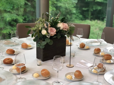6.2.19 Wedding table set up